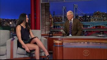 OLIVIA MUNN - *thigh show spectacular* - letterman - Dec 10, 2014 0OHnmxBu_t