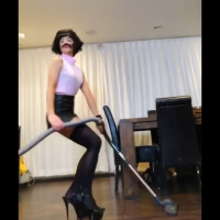 "Kate Beckinsale as a housewife from ""I Want to Break Free"" 28/6/2020"