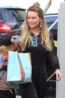 Hilary Duff - Christmas shopping in LA 12/23/17