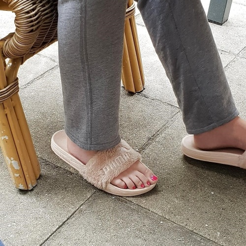Sexy feets of girls