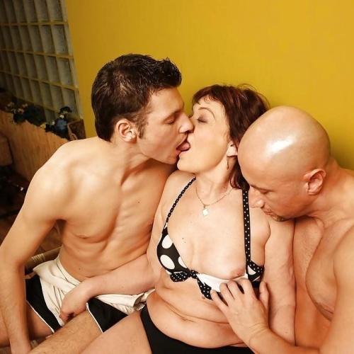 Massive female orgy
