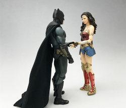 [Comentários] DC Comics S.H. Figuarts GbBF9s1g_t