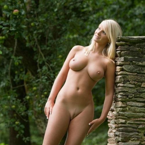 Hot girls naked sucking dick