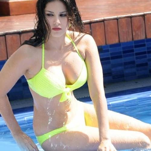 Sunny leone sexy tits