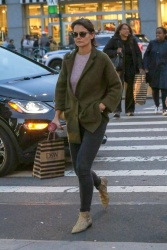 Katie Holmes - Out shopping in NYC 10/12/2018 7QHvP8Zf_t