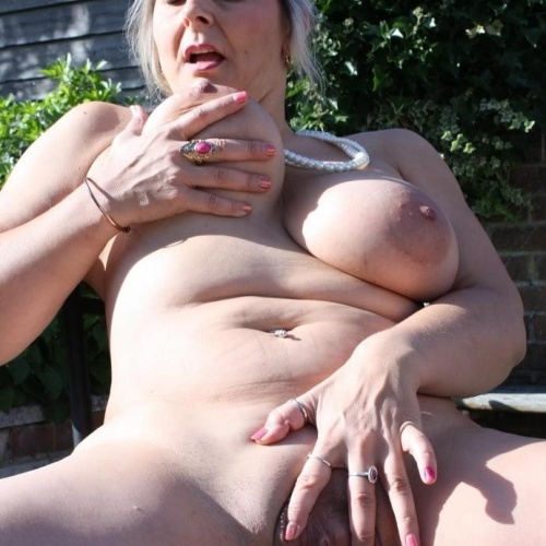 Pictures of mature women with big tits