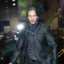 Baba Yaga John Wick (Keanu Reeves) 1/6 (Hot Toys) EQyvHT1P_t