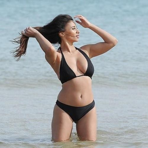 Sexy wife bikini pics
