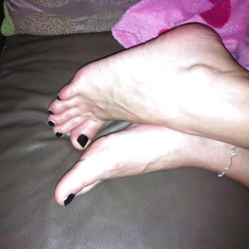 Cute feet porn pics