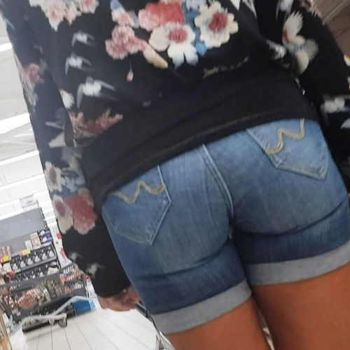 Mature in shorts pics