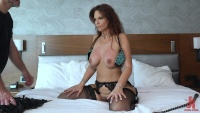 KinkyBites 20 08 12 Syren De Mer XXX 1080p MP4-KTR[]