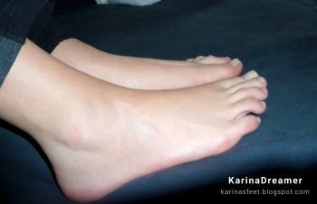 Foot model Karina bare feet, toes, soles, female foot fetish pictures at Karina's Foot Blog