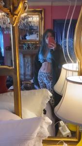 Bella Thorne - Abs 24/2/2020