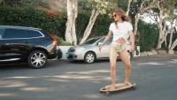 Halle Berry - Skateboarding 24/7/2020