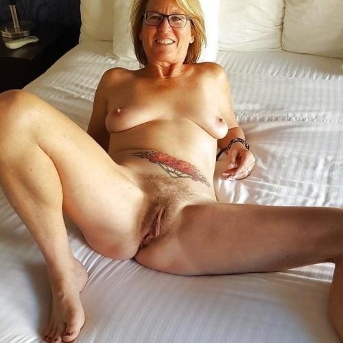 Mature women spreading pics