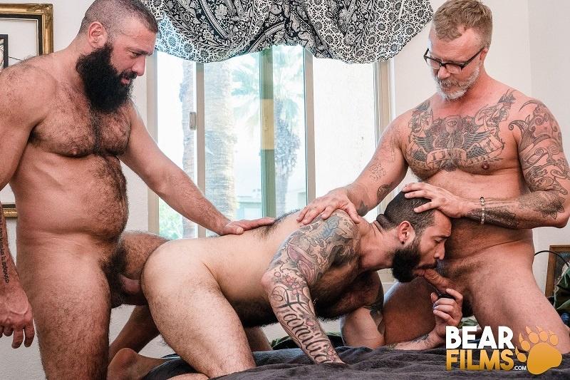 BearFilms: Alex Tikas, Julian Torres and Tony Zucchero – Double Daddy (Bareback)