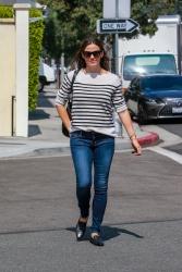 Jennifer Garner - Out in Beverly Hills 9/28/2018 qwHHUQct_t