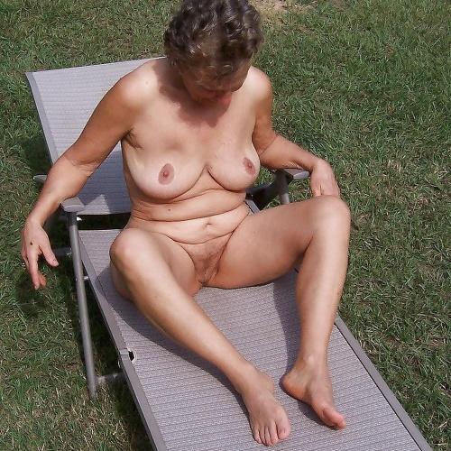 Saggy granny porn pics