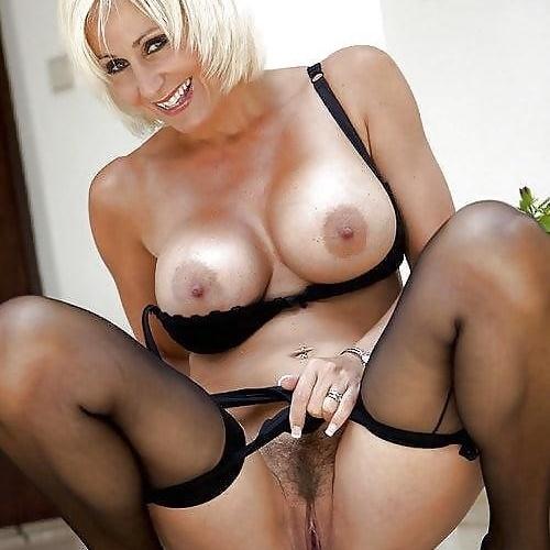 Nude mature women models