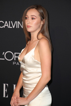 Alycia Debnam-Carey - Elle Women in Hollywood, Los Angeles October 15 2018 K35NZeMP_t
