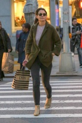 Katie Holmes - Out shopping in NYC 10/12/2018 lrdTmw15_t