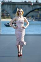 Elle Fanning - L'Oreal show in Paris 2018 Ggaqedxg_t