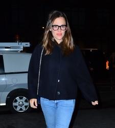 Jennifer Garner - Out for dinner in NYC 04/10/2019