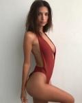 Emily Ratajkowski - Bikini Stories 2018 lGmJdCuw_t