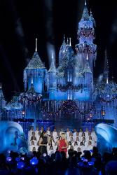 Idina Menzel - The Wonderful World of Disney: Magical Holiday Celebration 2017