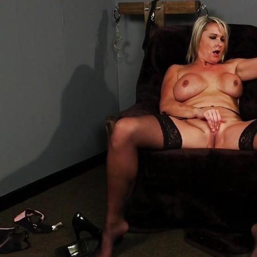 Nude mature women spreading