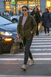 Katie Holmes - Out shopping in NYC 10/12/2018 OhNjhJyP_t