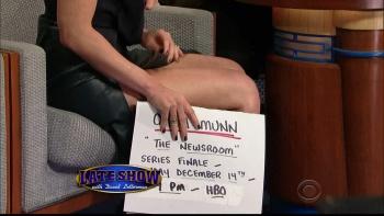 OLIVIA MUNN - *thigh show spectacular* - letterman - Dec 10, 2014 EXt93NRF_t
