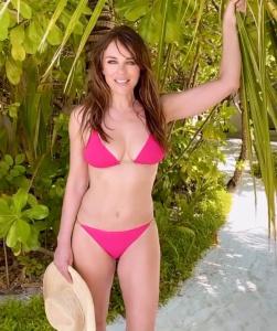 Elizabeth Hurley in Pink Bikini 22/2/2020