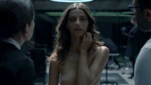 Angela Sarafyan / Evan Rachel Wood / Westworld S01Ep01 / topless / (US 2016) AejEdZLx_t