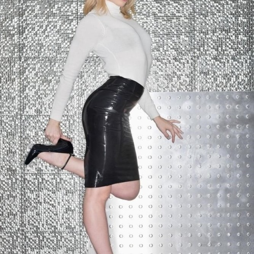 Hot blonde chick porn