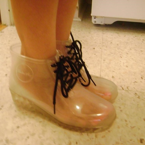 Guess black rain boots