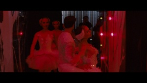 Natalie Portman / Mila Kunis / Black Swan / lesbi / sex / (US 2010) K0g0CNS8_t