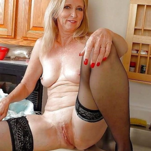 Sexy older naked woman