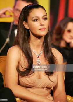 Monica Bellucci exposing her cute cleavage in Cannes 2006