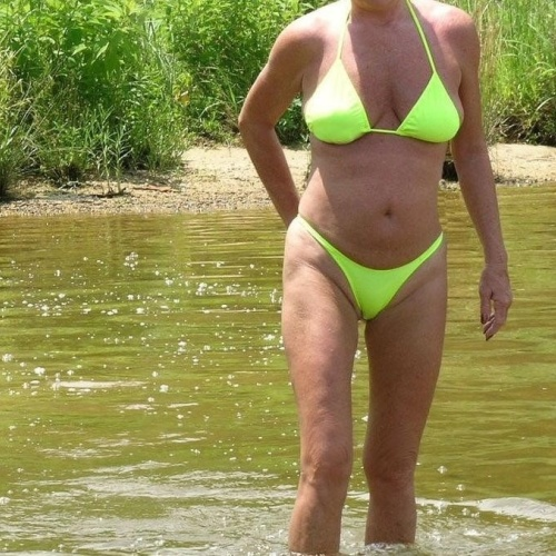Mature amateur bikini pics