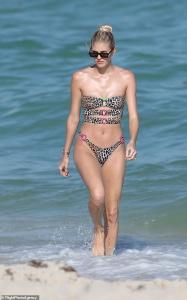 Devon Windsor - Bikini candids in Miami 2/18/19