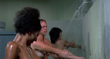 Pam Grier / Margaret Markov / others / Black Mama White Mama / topless / (US 1973) 6F79TTPT_t