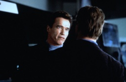 Шестой день / The 6th Day (Арнольд Шварценеггер, Майкл Рапапорт, Тони Голдуин, 2000) ZqhESJ0T_t