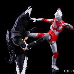 Ultraman (S.H. Figuarts / Bandai) - Page 5 EnwDuGgt_t