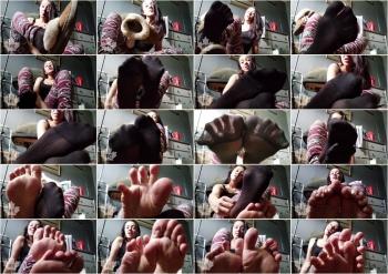 myf33tyourtreat - Sniff my smelly Pantyhose Socks