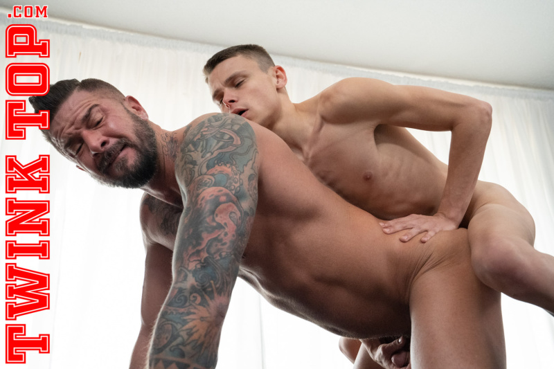 TwinkTop: AUSTIN YOUNG TOPS TRAINER DIETRICH – TOP TRAINING: Chapter 1 (Bareback)