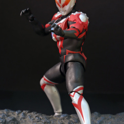 Ultraman (S.H. Figuarts / Bandai) - Page 6 EdW7Mrrt_t