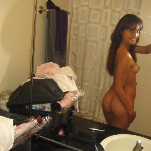 Tiny nude selfie