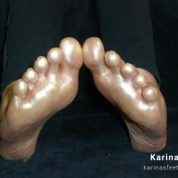 Foot model Karina bare feet in gold, golden soles, golden feet, golden soles, female foot fetish pictures at Karina's Foot Blog