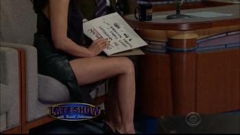 OLIVIA MUNN - *thigh show spectacular* - letterman - Dec 10, 2014 AWojfWW4_t